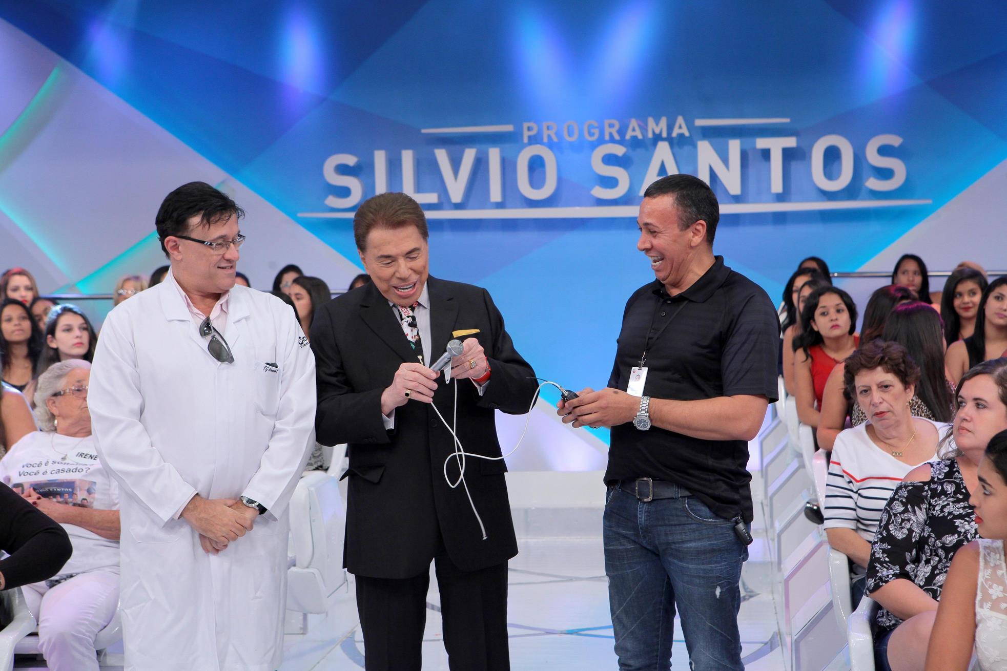 Silvio Santos revela porque abandonou microfone