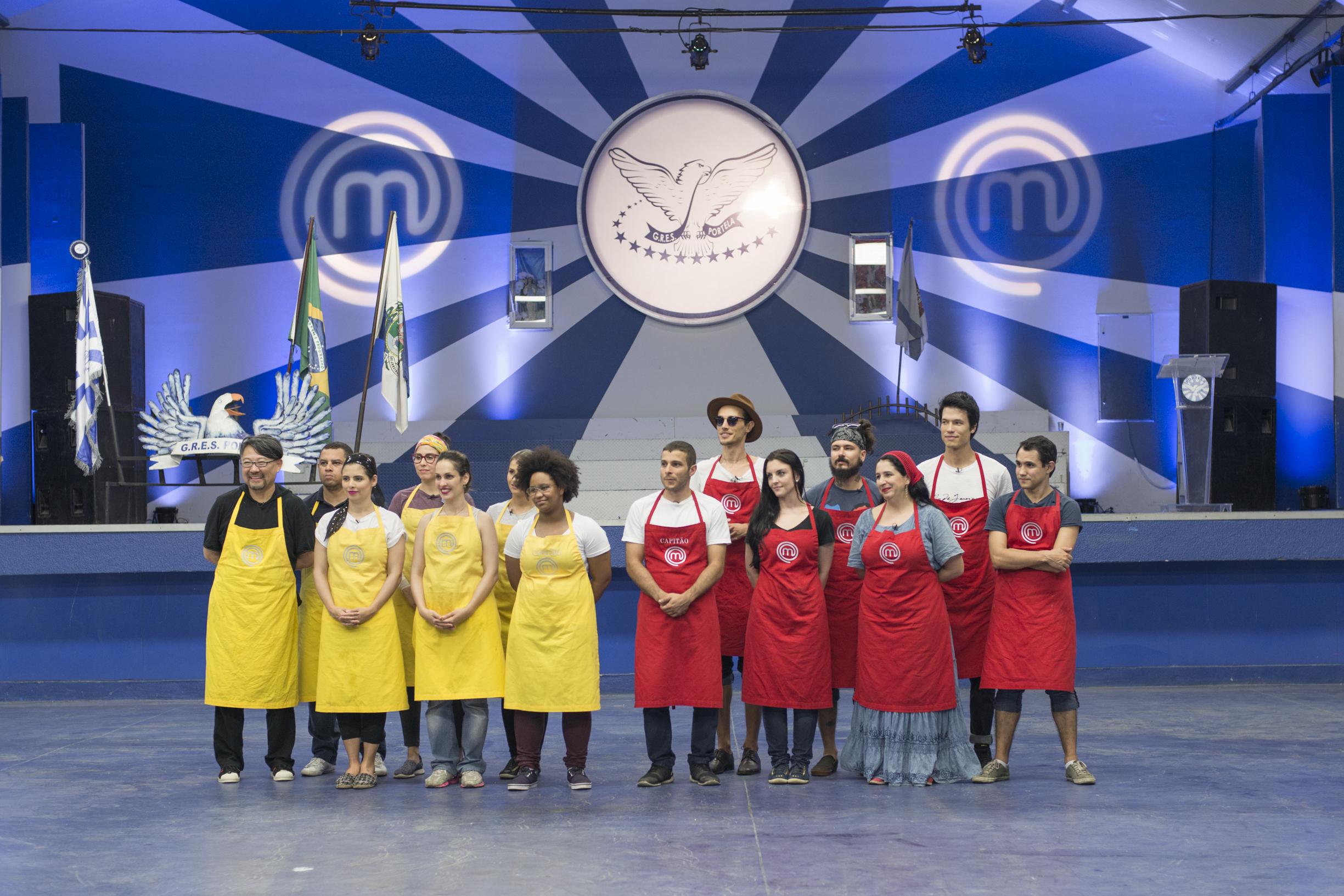 Cozinheiros do MasterChef na quadra da portela