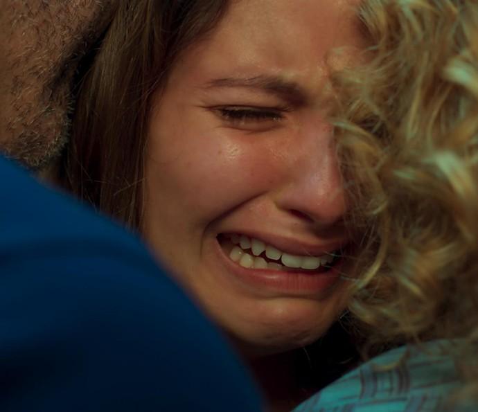 Nanda cai no choro
