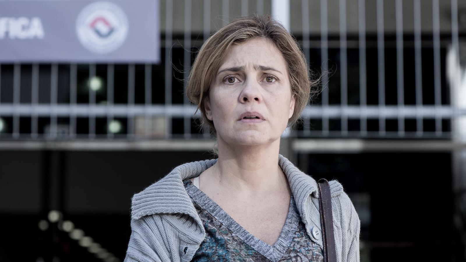 Adriana Esteves brilha em Justiça e internautas ''esquecem'' Carminha