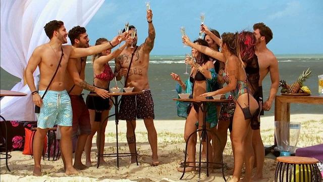 Longe da Globo, Caio Castro pode apresentar reality de pegação na Band