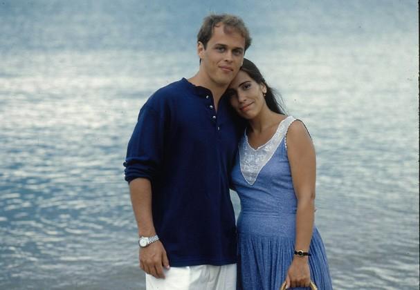 Marcos (Guilherme Fontes) e Ruth (Glória Pires) em Mulheres de Areia