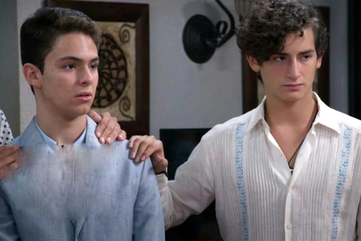 Aristemo é o casal gay shippado pelo público da novela Mi Marido Tiene Más Família (Reprodução: Televisa)