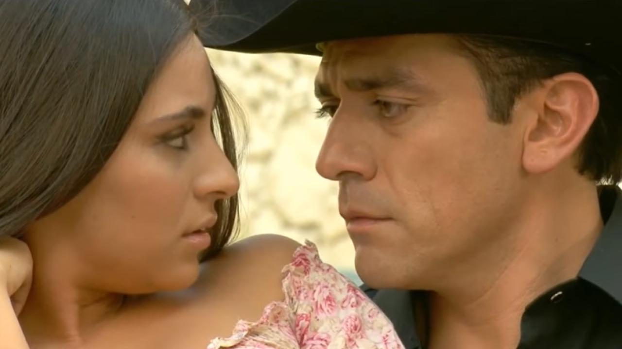Ana Brenda Contreras e Jorge Salinas como Ana Paula e Rogério em A Que Não Podia Amar