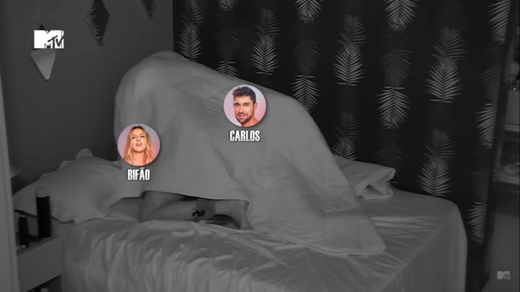 Bifão e Carlos transando no quarto compartilhado