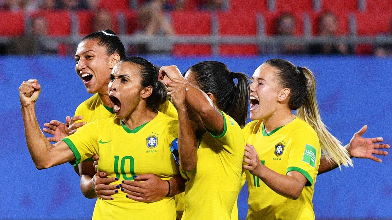 Delegação brasileira de futebol feminino (Phillippe Huguen / AFP)