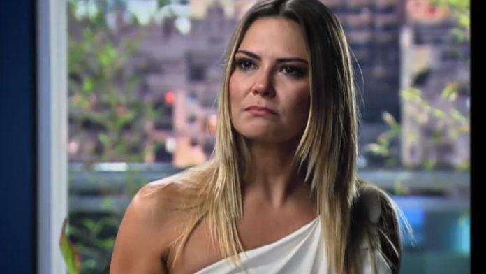 Cíntia (Carla Regina) em Bela, a Feia
