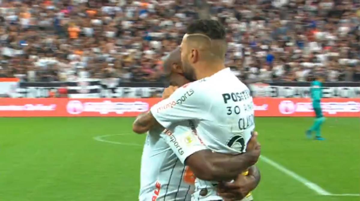 Jogadores do Corinthians comemoram gol, no Campeonato Brasileiro