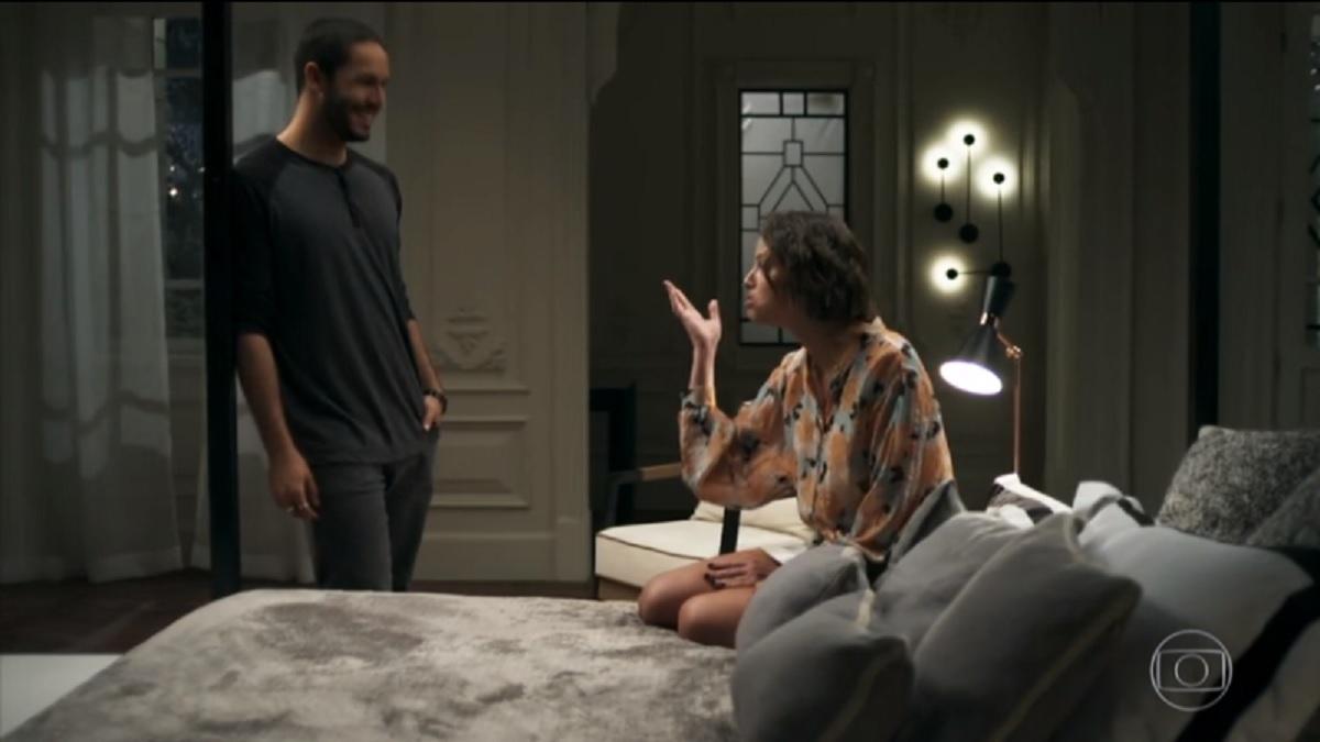 Téo (Rainer Cadete) e Josiane (Agatha Moreira), de A Dona do Pedaço