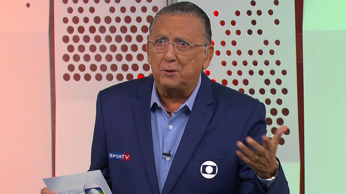 Em reestreia, Galvão Bueno narra gol que não aconteceu e dá bronca por palavrão