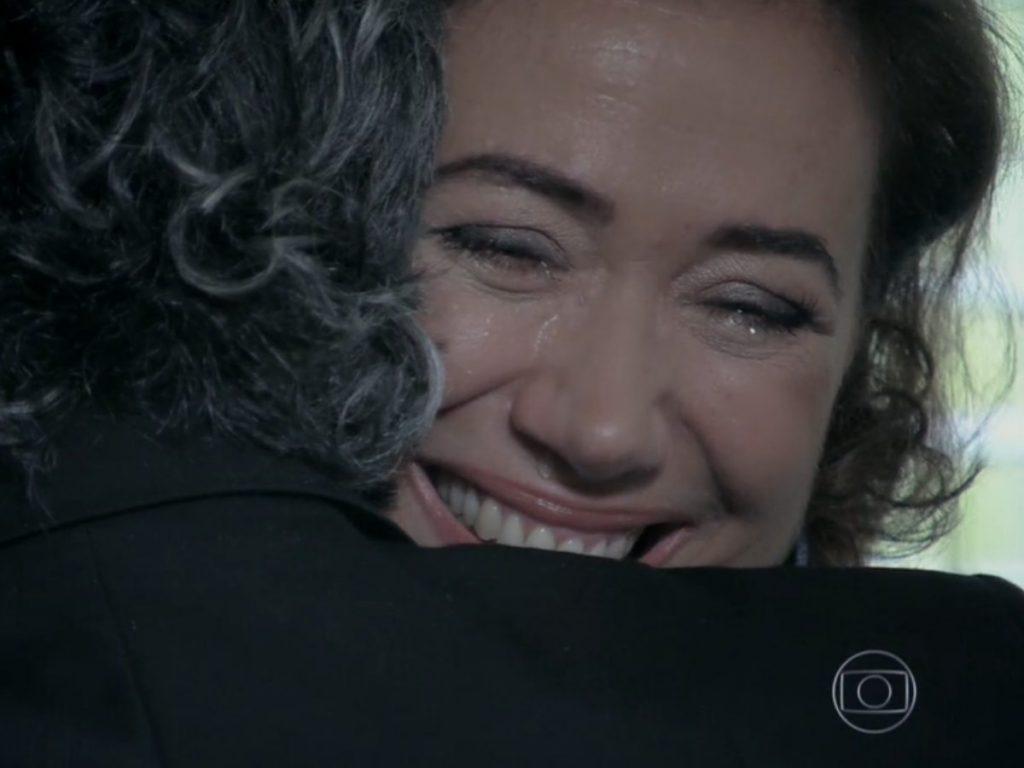Maria Marta (Lilia Cabral) vive momento afetivo com José Alfredo (Alexandre Nero) em Império (Reprodução/Globo)