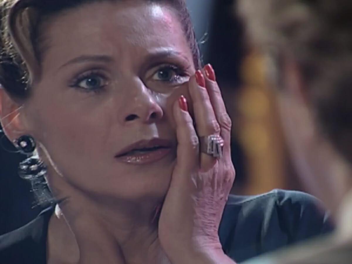 Leônidas encontra Yvete na balada e agride a ex-namorada